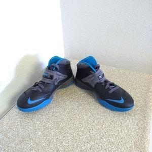Nike Zoom LeBron James 7 Basketball Sneakers